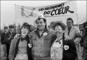 Fondés par Coluche en 1985, les Restos du Cœur est une association loi de 1901, reconnue d'utilité publique, sous le nom officiel de « les Restaurants du Cœur - les Relais du Cœur ». Ils ont pour but « d'aider et d'apporter une assistance bénévole aux personnes démunies, notamment dans le domaine alimentaire par l'accès à des repas gratuits, et par la participation à leur insertion sociale et économique, ainsi qu'à toute action contre la pauvreté sous toutes ses formes ».